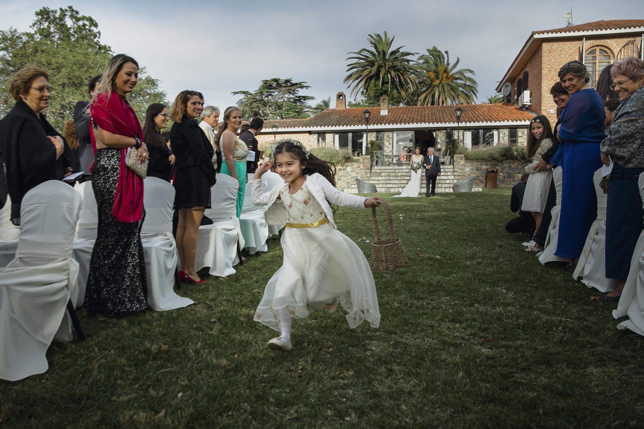 boda en la baguala - entrada de novia con ceremonia al atardecer